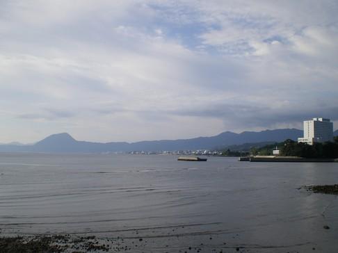 別府湾にそって 豊岡港手前 91,5km(8.04)