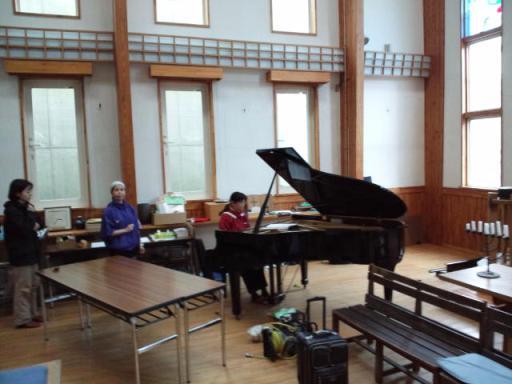 解体前のピアノ演奏