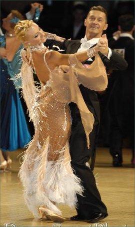 決勝に入賞した素晴らしいイタリアのカップル、ロベルト・ヴィラ&モレーナ・コラグレコ。モレーナはいつもヘアスタイルもドレスも素敵です!