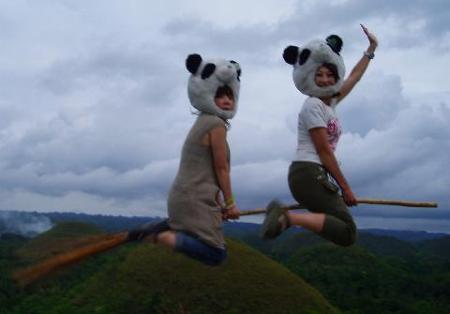 飛ぶパンダ