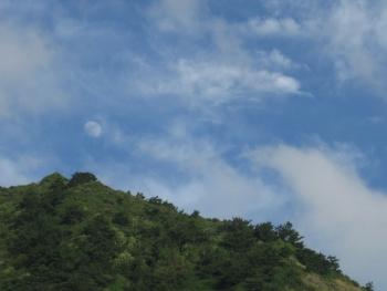 旭山と月(09/07/03)