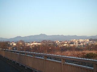 睦橋から奥多摩.jpg
