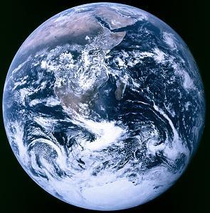 地球は青い