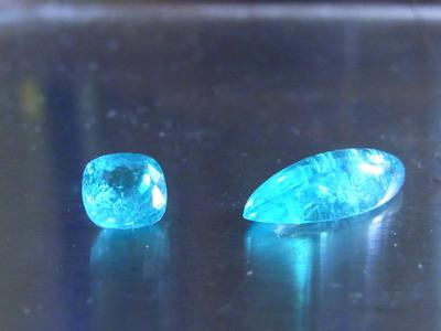 パライバトルマリン(左) 0.92ct.