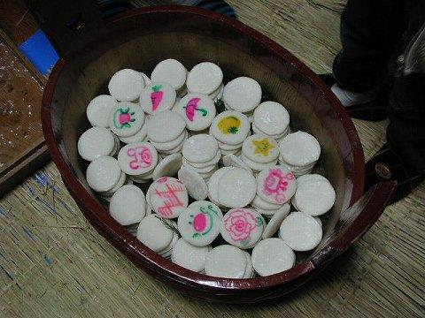 2010.1.9-15 餅撒き&大雪 002(餅詰め・1段目)