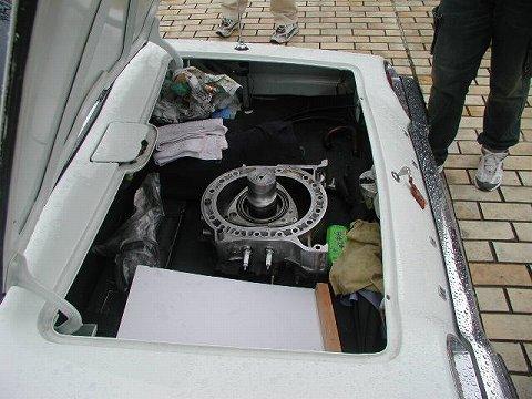 2010.3.21 『疾走する日本車』 at 福井県立美術館 022(コスモスポーツのトランク内に・・・)