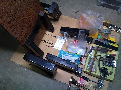 2012.01の画像01.12テーブルの足