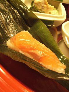 桜ますの笹巻寿司