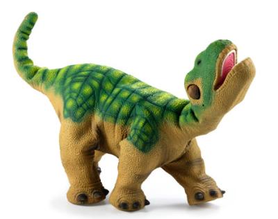 PLEO(プレオ)生後1週間のカマラサウルスをモデル