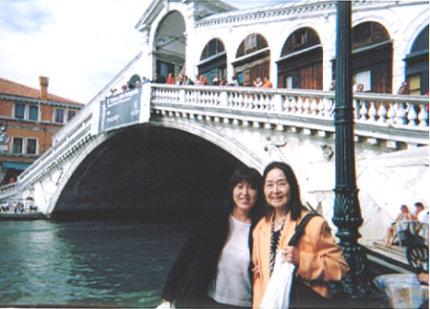 2000_9ITALYリアルト橋ママと♪