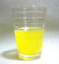 グラスにオロナミンCを先に入れてオロヤクを作ってみる