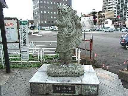 宇都宮のシンボル「餃子像」