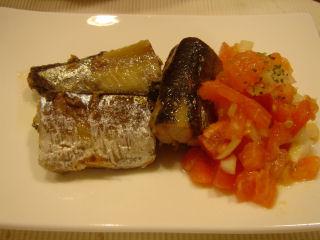 オイル秋刀魚のソテー、トマトサラダ添え