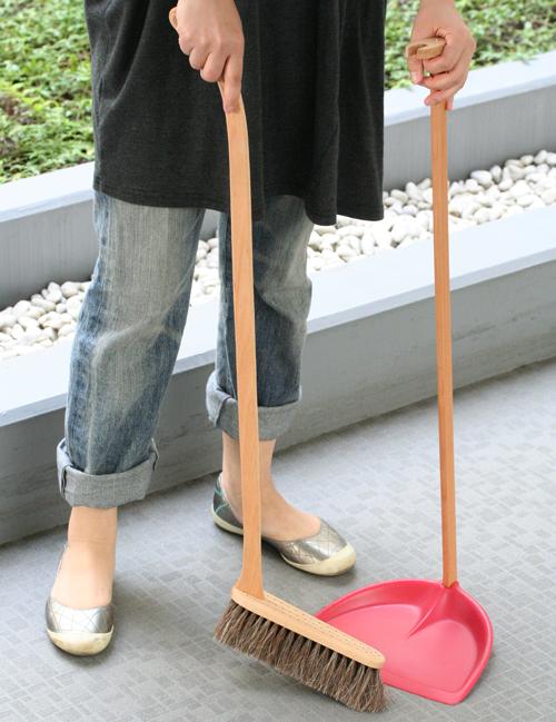 北欧スウェーデンのおしゃれ掃除道具ほうき&ちりとり.jpg