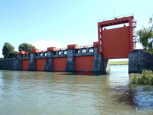 旧岩淵水門の赤門