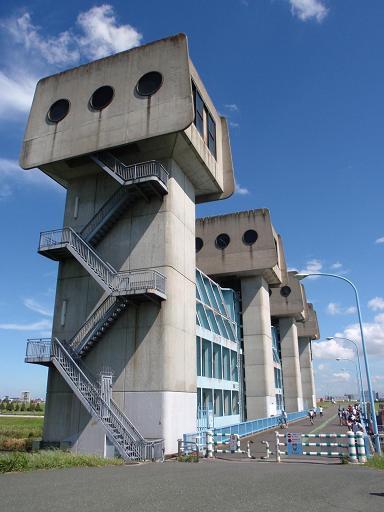 岩淵水門のゲート装置室