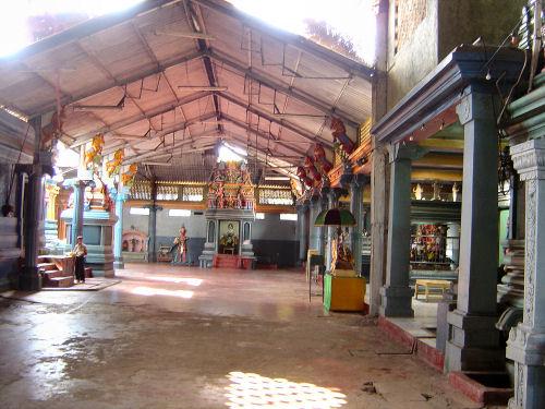マータレーのヒンズー教寺院.jpg