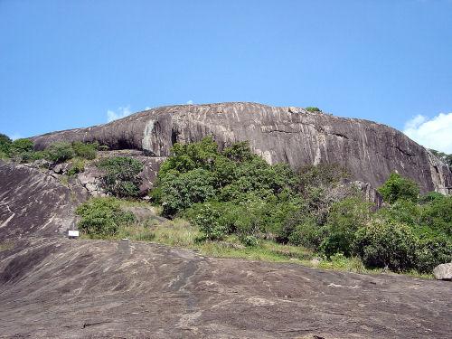 ダンブッラ石窟寺院2.jpg