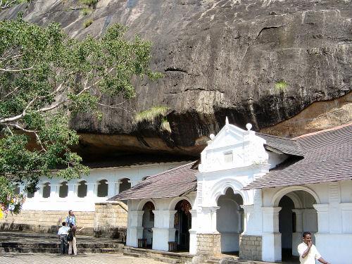 ダンブッラ石窟寺院3.jpg