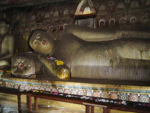 ダンブッラ石窟寺院4.jpg