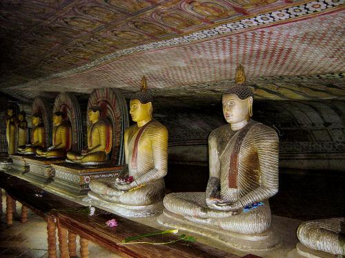 ダンブッラ石窟寺院6.jpg