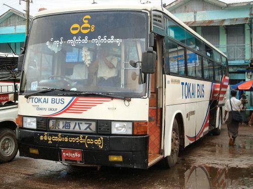 ミャンマーを走る日本のバスたち...