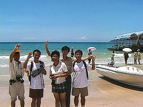 海南島のビーチで.jpg