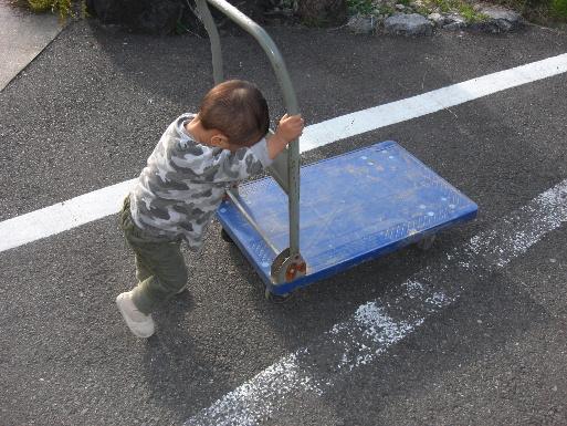 台車を押す悠翔(20111107)2