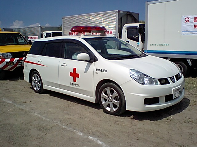 日本赤十字社の献血運搬車。 献血で集めた血液を血液センターから病院へ運び... 献血運搬車