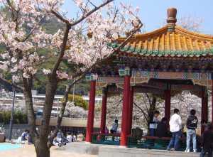 生田川公園北側の中華街風建物
