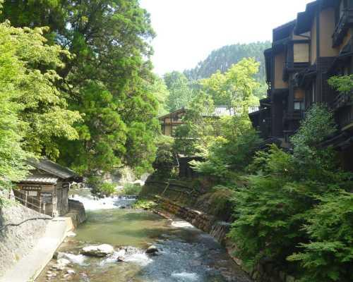 黒川温泉 田の原川と温泉旅館