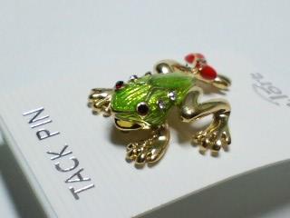 蛙タックピン 足にリボン