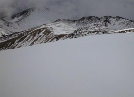 @11時半、旭岳と熊が岳を間宮岳近くから.JPG