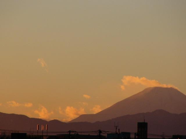 2005/12/18 夕日時の富士山(今日は寒い)