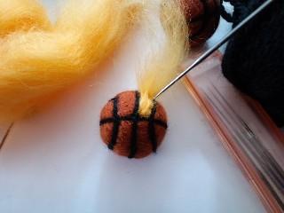 さて、バスケットボールは出来ました。これでも大満足★ さらに、ちょっと模様を付けたいと思います♪