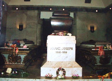 200406 皇帝一家の棺