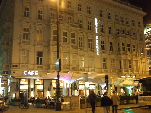 カフェモーツァルト 建物