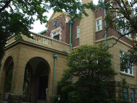 鳩山会館入口
