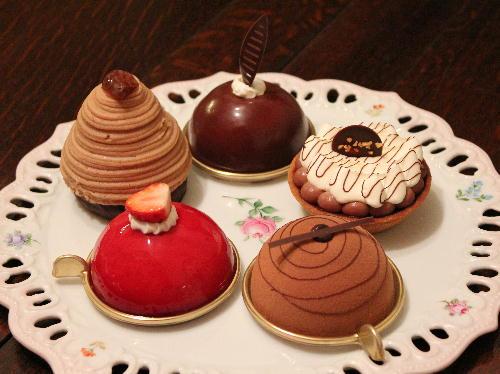 エコール・クリオロ新作チョコレート「プチ・ガトー」のモデルケーキ