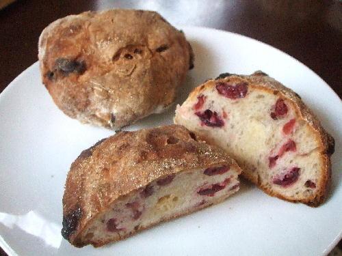 クランベリーとホワイトチョコレートのパン