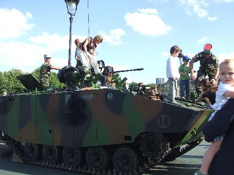 7月4日 戦車と赤ちゃん