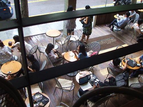 カフェの一階