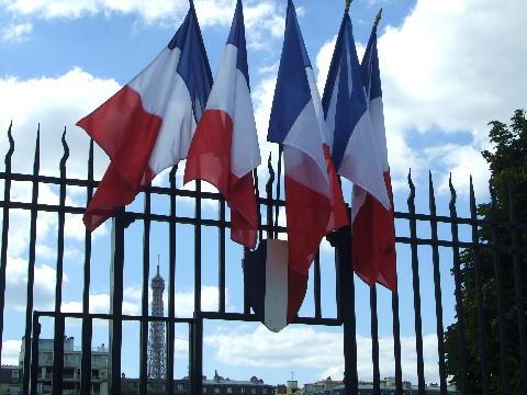三色旗とエッフェル塔