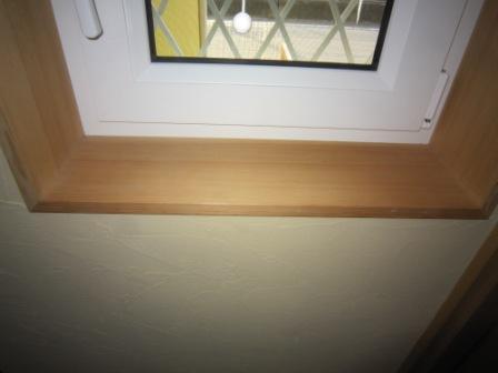 カナダツガで作った窓枠です。