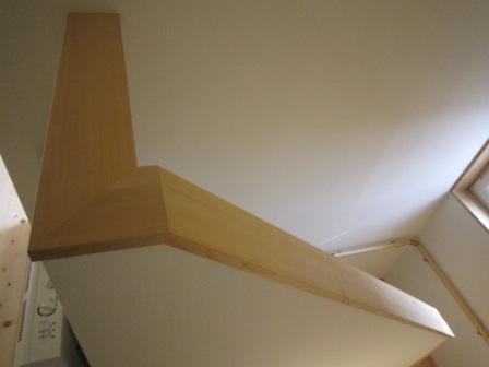 カナダツガでつくった階段笠木です。