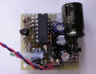 基板実装状態 TC74HC14AP が占める土地が大きい(フラットパッケージを使った方が良かったか) 既にシリコンゴムやら、接着剤で固めた後で申し訳ない - 自転車前照灯 LED x 4
