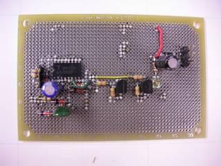 PS_ON# 信号を電源投入直後から 4.7 秒間 LOW に維持する回路の基板 - TC4538BF フラットパッケージを使用したので 1.27mm ピッチ基板を使っている。右上が接続ピン、左側の 470KΩは調整可能なようにソケットに挿入