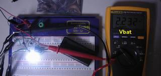 電池電圧 2.232V - 新品ではない乾電池を 2 個使った。相当電圧が降下している。