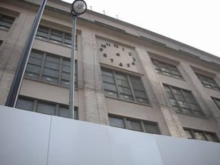 東京駅前の郵便局、時計の針が外される - リンク先は約 1.7Mbyte 3072x2304 の大きさが有ります