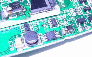 STM32 Primer2 C23 の拡大画像、積層セラミックコンデンサ   Transil(ツエナー)ダイオードで対策済みだった